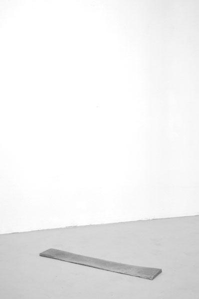 Martin Maeller, o. T., Blei, 87 x 15 x 3 cm, Foto: Martin Maeller