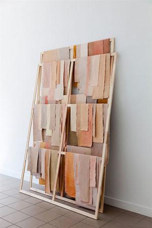 Barbara Müller, skinn, 2017, div. Stoffe, Dispersion, Keilrahmen, 175 x 260 x 50 cm (Tiefe variabel), Foto: Oliver Möst
