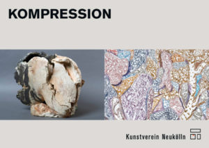 """Postkarte """"KOMPRESSION"""", Vorderseite: Gudrun Sailer, """"Kopf"""", 2008, 32 x 40 x 26 cm, Terrakotta Bodo Rott, """"Sci Fi von gestern – Esoterik von morgen (HC5)"""", 2016, 160 x 130 cm, Öl/Tuch (Ausschnitt), Foto: gebhardt reproduktionen"""