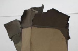 Tom Früchtl, against# 2ß18, Ölfarbe und Epoxidharz auf Pappe, Dachlatten, Keilrahmen, Acrylfarbe, 170 x 209 x 52 cm.